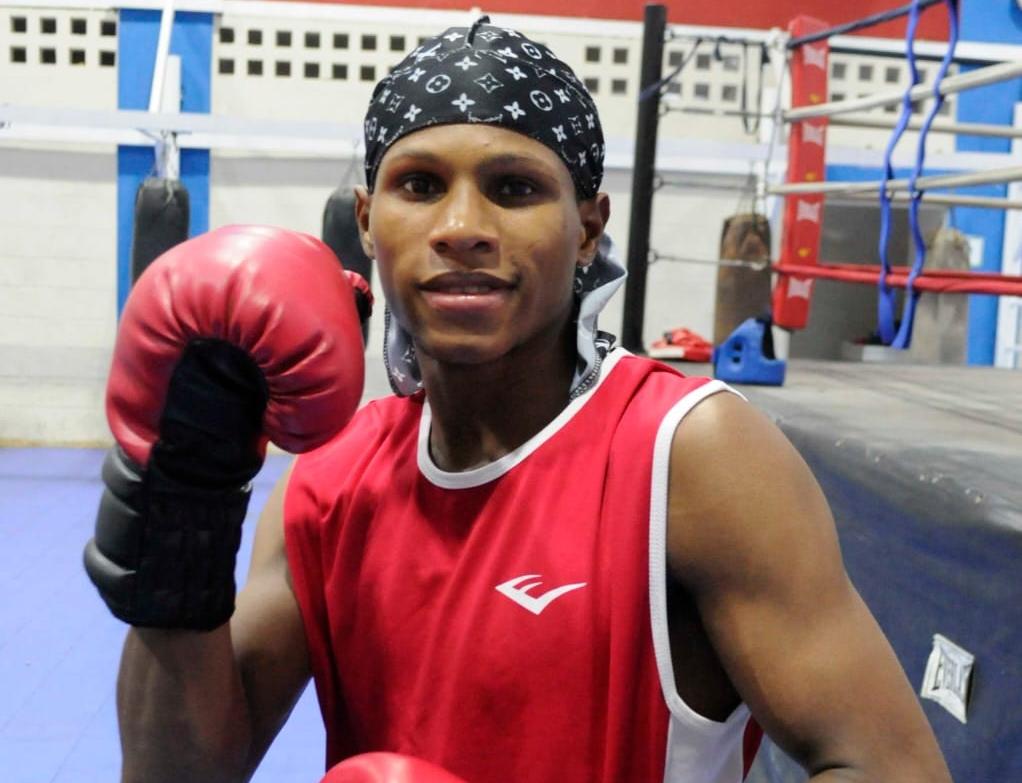 Abanderado dominicano ya está en Rusia, junto a demás boxeadores se dirige a Tokio